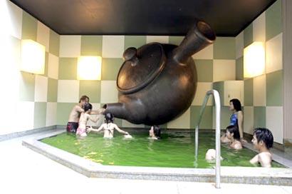 бассейн с зеленым чаем