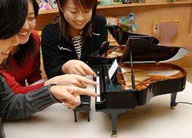 самый маленький в мире рояль