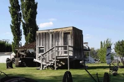Перевернутый дом в г. Маммот Лейкс (Mammoth Lakes), Калифорния