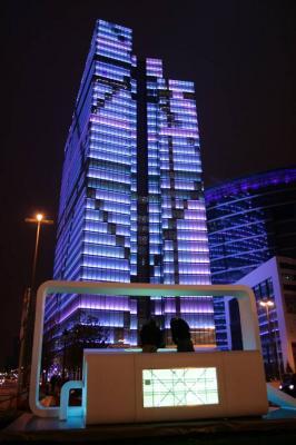 38-этажное здание Dexia Tower благодаря системе из 150 тыс. LED-лампочек способно устраивать незабываемые световые шоу