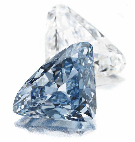 Синий и белый бриллианты